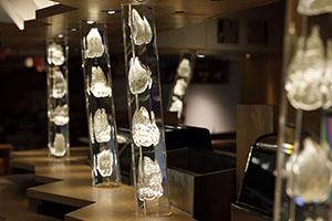 牡蠣とワイン 立喰い すしまる 天王寺MIO店